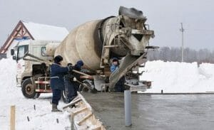 Доставка и заливка бетонной смеси в зимних условиях