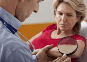Процесс общего осмотра больного